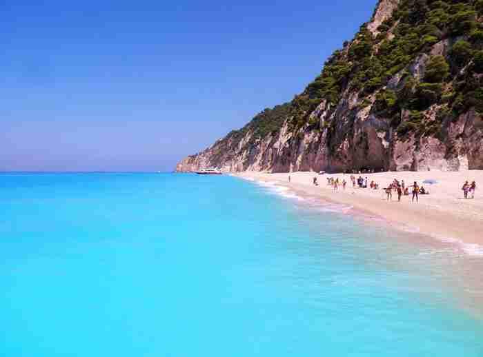 Εγκρεμνοί: Βίντεο από ψηλά αποδεικνύει ότι παραμένει η πιο μαγευτική παραλία!
