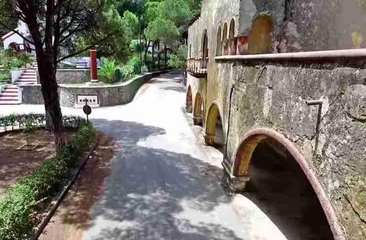 Καμποκιάρο: Το ιταλικό χωριό - φάντασμα στη Ρόδο όπου ζει ένα από τα πιο σπάνια ψάρια