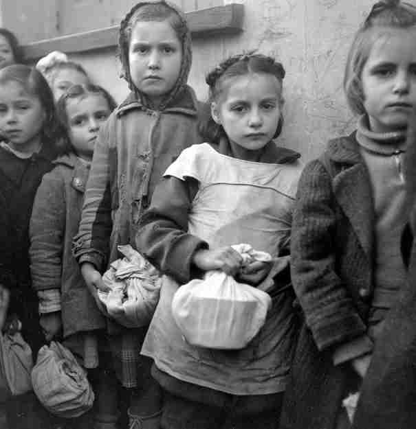 Η θυσία μιας Ελληνίδας δασκάλας για να σώσει τους μαθητές της από την πείνα της κατοχής.