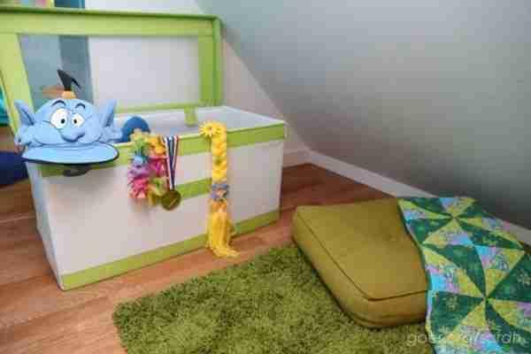 Ανακάλυψε τυχαία πίσω από τη συρταριέρα του παιδιού της ένα περίεργο δωμάτιο. Όταν μπήκε μέσα, ήξερε τι έπρεπε να κάνει.