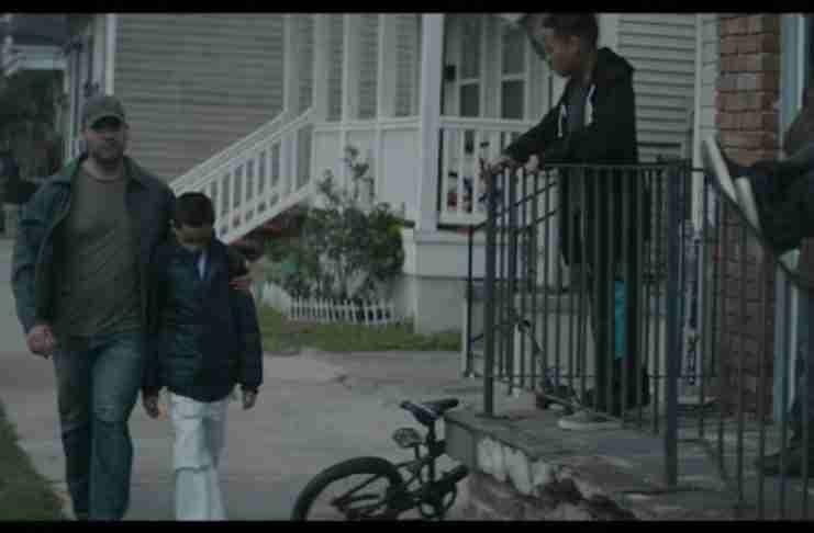 Ο μπαμπάς κάθε μέρα προστάτευε τον γιο του από τους τραμπούκους της γειτονιάς. Αλλά ο μπαμπάς είχε σχέδιο!