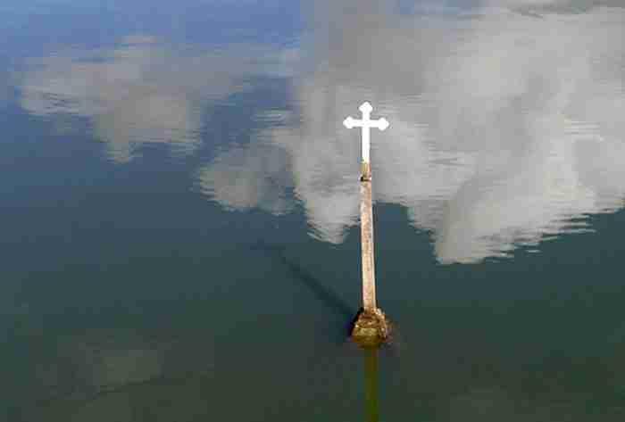 Μια εκκλησία αναδύθηκε από το νερό μετά από 30 ολόκληρα χρόνια!
