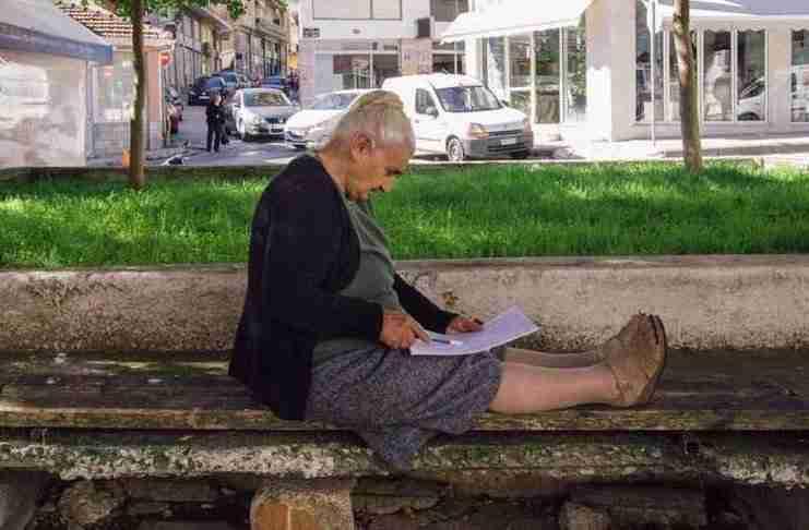 Με άριστα πήρε το απολυτήριο της η 82χρονη Σουλτάνα Γκέσου από την Κοζάνη!