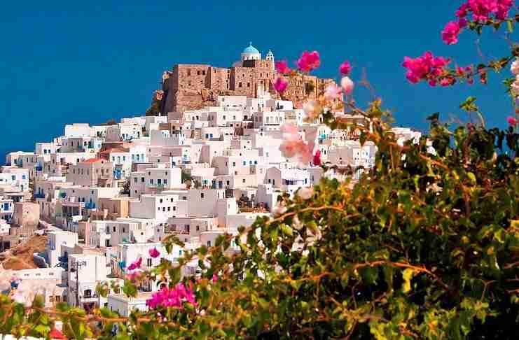 Ποιο Ελληνικό νησί λέγεται και «Πεταλούδα του Αιγαίου»; Αγνό, γαλήνιο, με μυστικούς «θησαυρούς» και ονειρικές παραλίες!