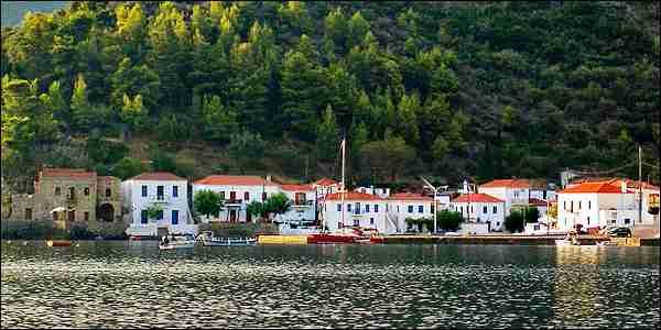 Το χωριό του Μοριά που απομονώθηκε από την υπόλοιπη Ελλάδα για να γλυτώσει από τους πειρατές.