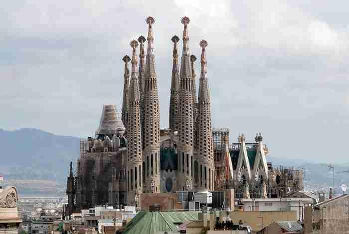 Τα 10 πιο όμορφα έργα του Αντόνι Γκαουντί που μαγεύουν ποιον επισκέπτεται τη Βαρκελώνη