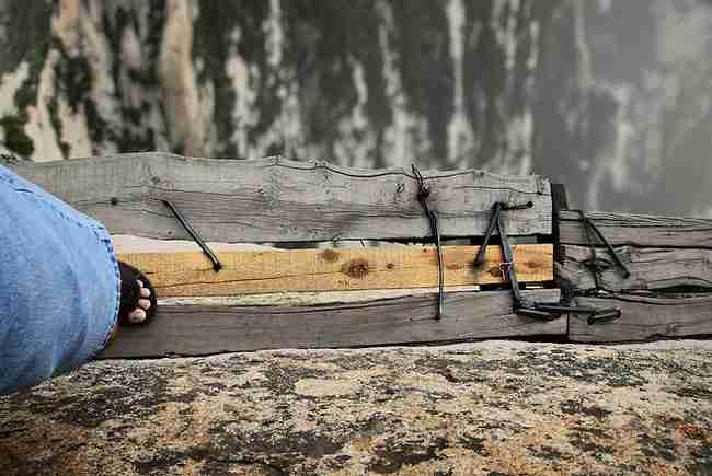 Αυτό είναι το πιο επικίνδυνο μονοπάτι στον κόσμο. Και δεν μπορείτε να φανταστείτε που οδηγεί..