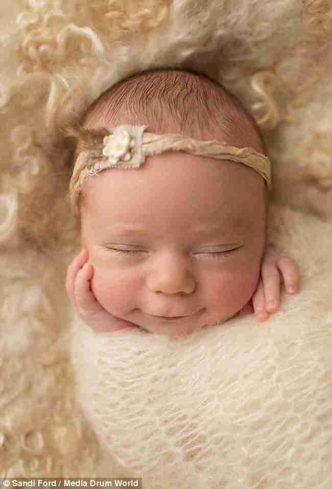 Πανέμορφες εικόνες με χαμογελαστά μωρά την ώρα που κοιμούνται!