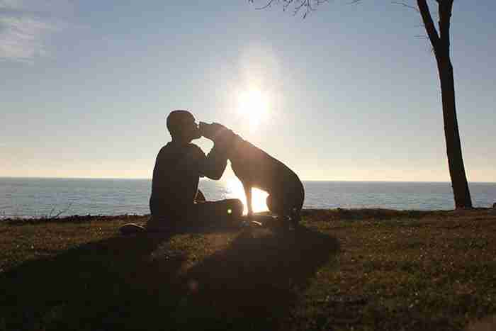 Όταν έμαθε ότι η σκυλίτσα του έχει καρκίνο ξεκίνησε μαζί της ένα ταξίδι για να την αποχαιρετήσει για πάντα