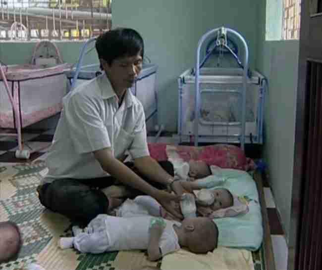 Αυτός ο άντρας έσωσε εκατοντάδες μωρά κάνοντας στις μητέρες τους μια απλή ερώτηση