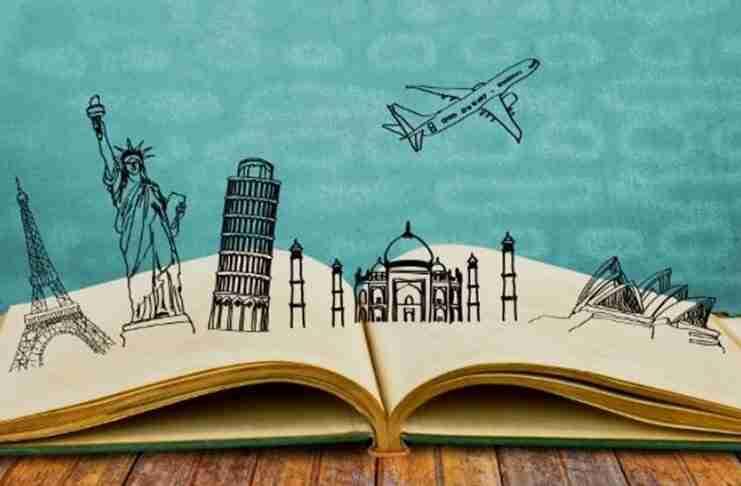 """""""Στη ζωή αξίζει να ξοδεύεις μόνο για ταξίδια και βιβλία.."""""""