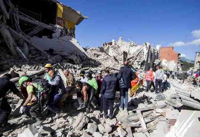 Συγκλονίζει ο «Χάτσικο» της Ιταλίας: Αρνείται να απομακρυνθεί από το φέρετρο του ιδιοκτήτη του