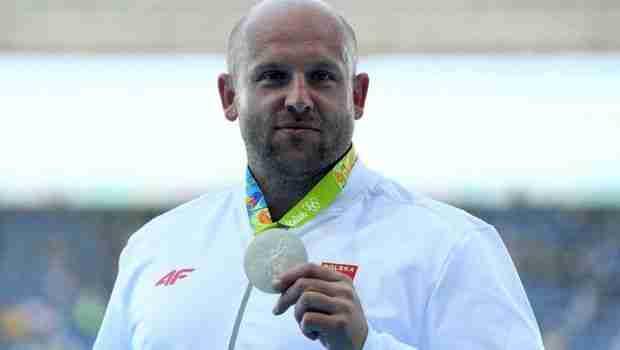 Ολυμπιονίκης πουλάει το μετάλλιο του για να σώσει τα μάτια ενός μικρού παιδιού