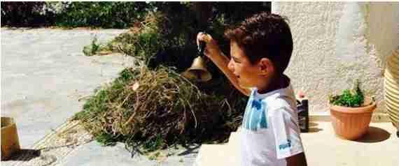 Το καλοκαιρινό σχολειό ενός «αντάρτη» παπά στην Κάρπαθο