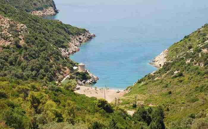 """Πέντε παραλίες της Ελλάδας """"βουτηγμένες"""" στο πράσινο!"""