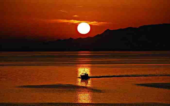 Στη λίστα με τα πιο ρομαντικά νησιά στον κόσμο υπάρχει και ένα ελληνικό. Και δεν είναι η Σαντορίνη!