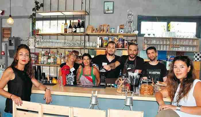 Οι Βολιώτες που έσπασαν τους αποκλεισμούς.. Εστιατόριο έχει εργαζομένους αποκλειστικά άτομα με αναπηρία