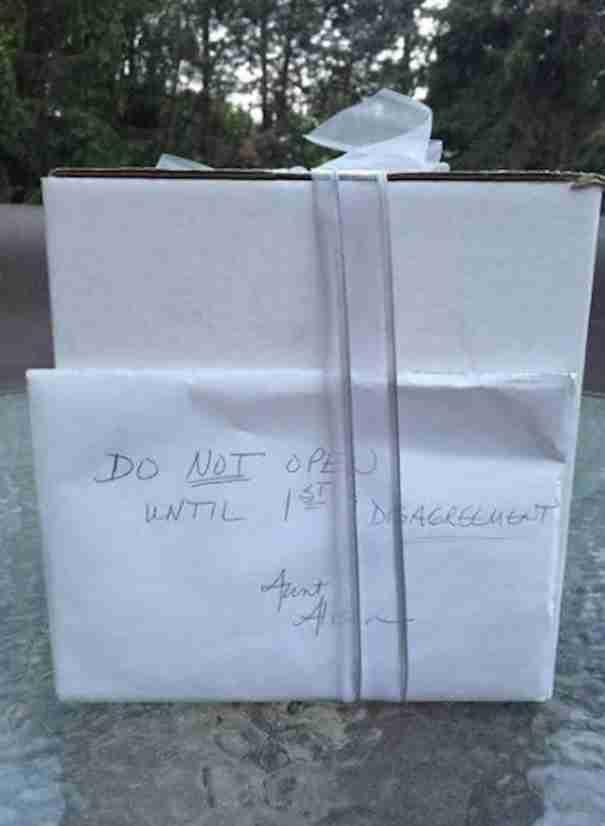 9 χρόνια μετά το γάμο τους βρήκαν ένα δώρο στην ντουλάπα που δεν είχαν ανοίξει ποτέ