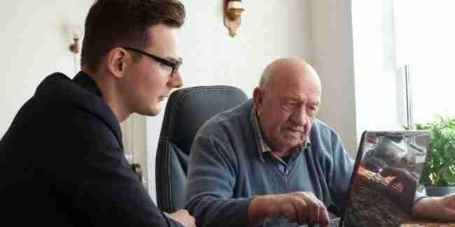 Γηροκομεία προσφέρουν δωρεάν στέγη σε νέους αρκεί να κρατούν λίγες ώρες συντροφιά στους ηλικιωμένους