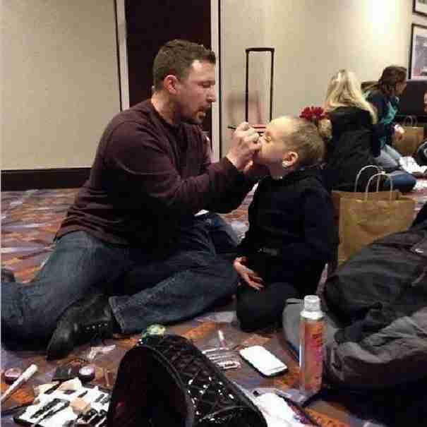 18 φωτογραφίες που δείχνουν ακριβώς τι σημαίνει να είσαι μπαμπάς. Η τελευταία θα σας καθηλώσει!