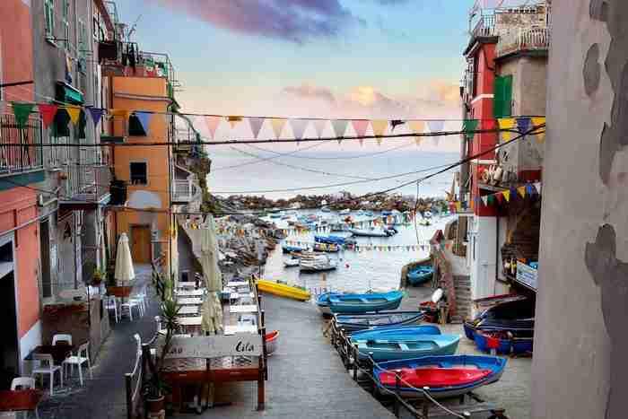 Το πιο «χρωματιστό» χωριό της Ευρώπης βρίσκεται κρυμμένο στη Βόρεια Ιταλία