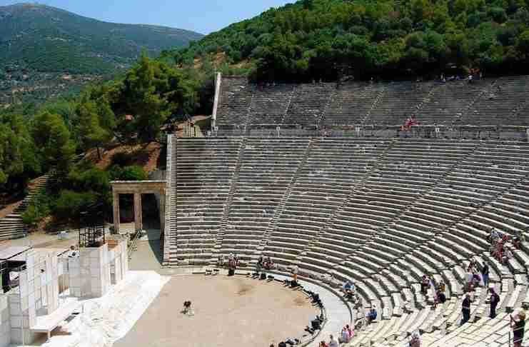 Γνωρίζετε ότι υπάρχει στην Ελλάδα μικρογραφία του Θεάτρου της Επιδαύρου δίπλα σε βυθισμένη πόλη;