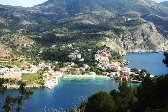 Το Ελληνικό χωριό που θυμίζει πίνακα ζωγραφικής!