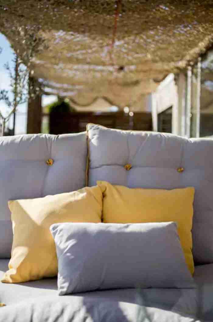 """Εντυπωσιακό διαμέρισμα μόλις 25 τ.μ. στον Λυκαβηττό με θέα όλη την """"Αθήνα πιάτο"""" λατρεύεται στο Airbnb"""