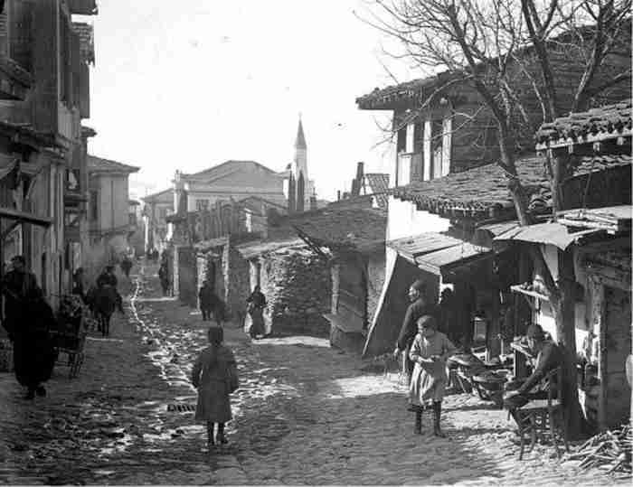 Σπάνιες φωτογραφίες της Θεσσαλονίκης βρέθηκαν στο συρτάρι ενός Γάλλου γιατρού. Όταν δεν περιέθαλπε ασθενείς φωτογράφιζε τη πόλη