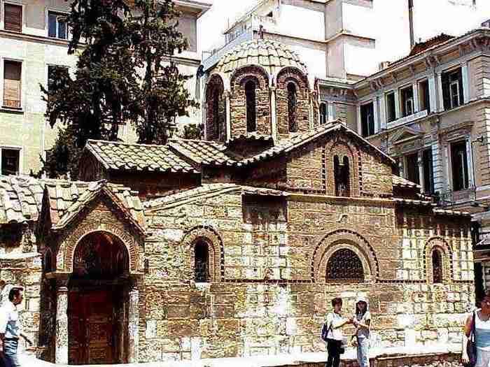 Όλα όσα θα ήθελες να ξέρεις για την Καπνικαρέα, μία από τις πιο δημοφιλείς εκκλησίες της Αθήνας