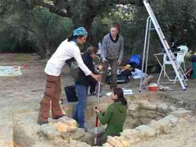 Βίντεο με την ανακάλυψη του αρχαίου πολεμιστή της Πύλου. Η συγκινητική στιγμή που οι Αμερικανοί αρχαιολόγοι βρίσκουν τον ασύλητο τάφο.