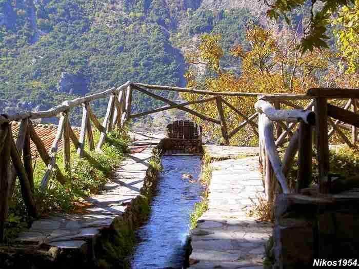 Η ορεινή Ελλάδα στα καλύτερά της: Το ξακουστό χωριό με τα πετρόκτιστα αρχοντικά και το μοναδικό φυσικό τοπίο!