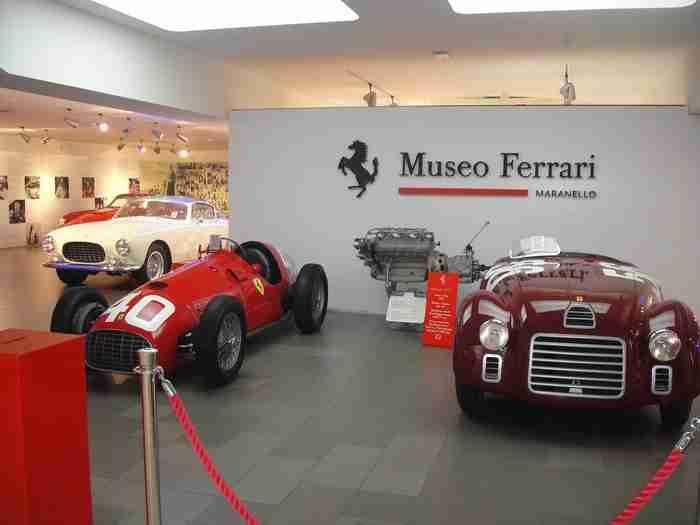 Στο μουσείο της αυτοκινητοβιομηχανίας Ferrari στο Μαρανέλλο, υπάρχει μια Ελληνική επιγραφή