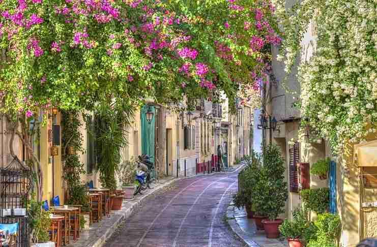 Μικρά, ψαγμένα μυστικά από τις γειτονιές της Αθήνας. Κάθε δρομάκι έχει τη δική του ιστορία