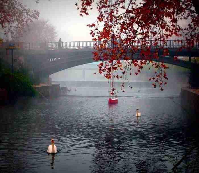 Η Ελληνική πόλη που χωρίζεται στα δυο από ένα ποτάμι. Οι 10 γέφυρες δημιουργούν ένα τοπίο μαγικό!