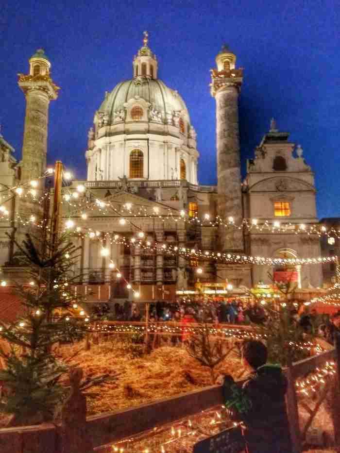 Η Βιέννη τα Χριστούγεννα μοιάζει σαν να ξεπήδησε από τις σελίδες κάποιου όμορφου παραμυθιού.