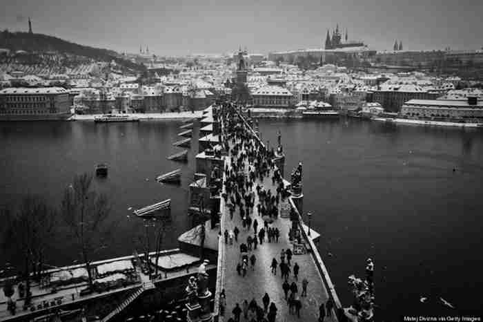 25 φωτογραφίες της χιονισμένης Πράγας που θα σας κάνουν να την ερωτευτείτε! Αν δεν το έχετε ήδη κάνει..