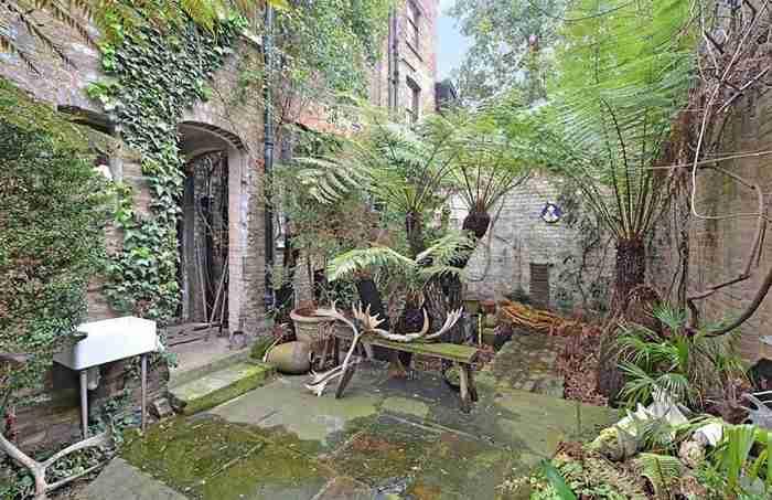 Ένα μυστηριώδες σπίτι ηλικίας 265 ετών ανακαινίσθηκε και πουλήθηκε εκατομμύρια