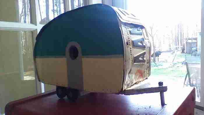13χρονη έχτισε μόνη της το σπίτι των ονείρων της από το μηδέν. Και είναι κουκλόσπιτο!