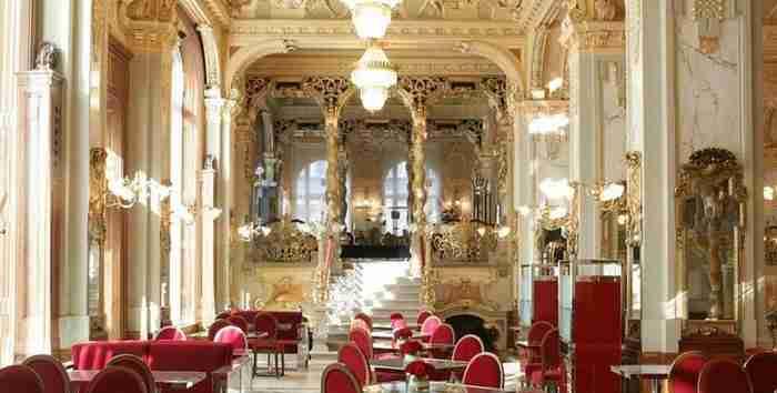 Η εξωπραγματική πολυτέλεια του Καφέ New York στη Βουδαπέστη