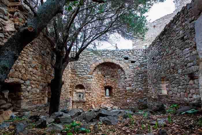Τη δεκαετία του 80 ήταν ένα χωριό φάντασμα. Σήμερα είναι το πιο πολυφωτογραφημένο χωριό της Μάνης!