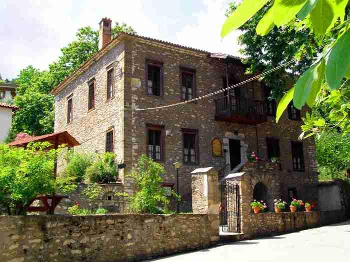 Το χωριό των καλλιτεχνών με τα επιβλητικά αρχοντόσπιτα και την απίστευτη ομορφιά