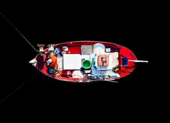 Οι τελευταίοι Παριανοί ψαράδες σε ένα μνημειώδες πρότζεκτ. Ιστορίες, θρύλοι και καΐκια μιας σπάνιας κάστας Ελλήνων