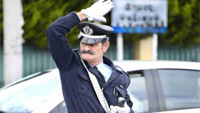 Ο τροχονόμος με το μουστάκι στην λεωφόρο Κηφισίας. Ευγενική φυσιογνωμία μιας άλλης εποχής