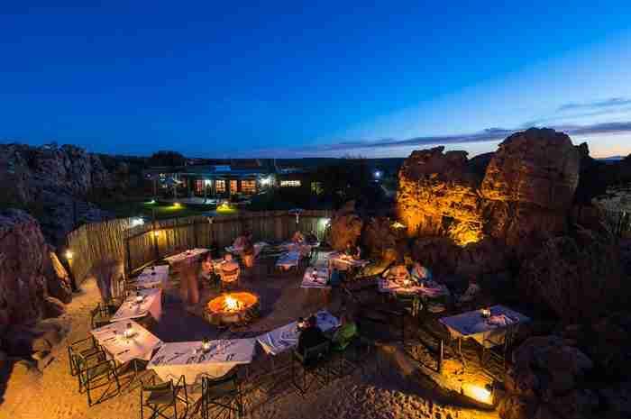 Το μοναδικό ξενοδοχείο στον κόσμο μέσα σε σπηλιά. Απίστευτη εμπειρία που θυμίζει Φλίνστοουνς!