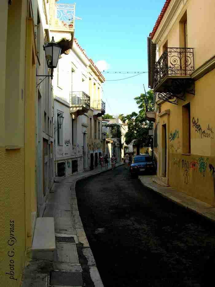 Ο αρχαιότερος δρόμος της Αθήνας. Για 25 αιώνες φέρνει το ίδιο όνομα και τον έχουν περπατήσει εκατομμύρια ανθρώπων