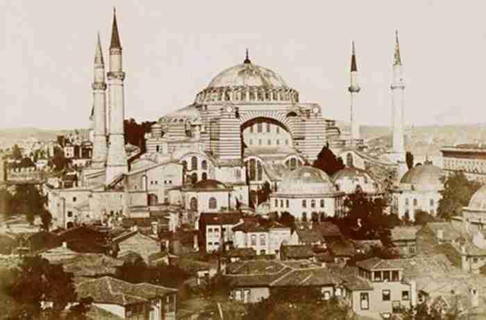 Τι κρύβεται στα υπόγεια τούνελ κάτω από την Αγία Σοφία στην Κωνσταντινούπολη; Οι έρευνες για την αποκάλυψη των μυστικών του ναού...