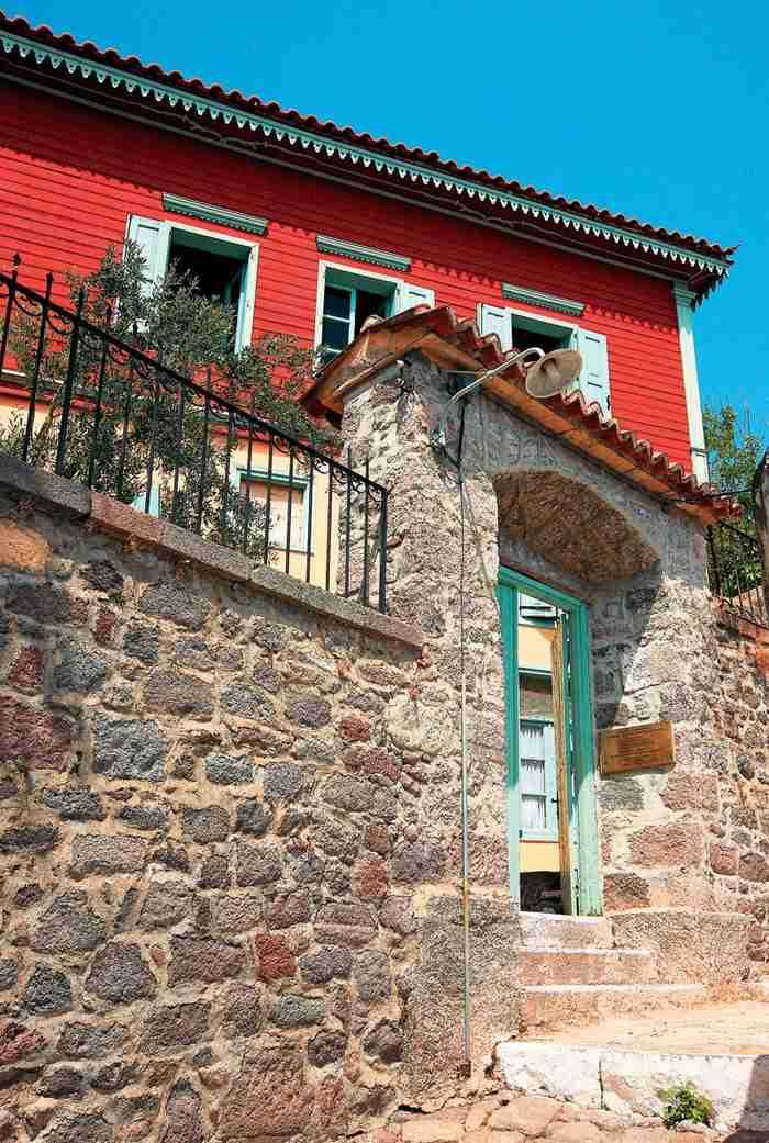 Το χωριό με τα ωραιότερα καλντερίμια της χώρας. Κάθε στροφή και ένας καινούργιος πίνακας ζωγραφικής!