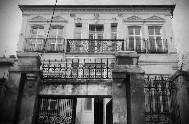 Πώς γκρέμισαν τα νεοκλασικά σπίτια της Αθήνας. Ένα εξαιρετικό ντοκιμαντέρ του 1980 που προκαλεί θλίψη
