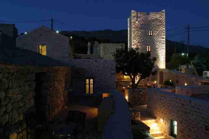 Το καμάρι της Πελοποννήσου. Πλακόστρωτα σοκάκια, παμπάλαιες εκκλησίες, πυργόσπιτα και πετρόχτιστες κατοικίες!